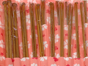 A set of 18 bamboo knitting needles. Sizes: 2 mm (US 0), 2.25 mm (US 1), 2.5 mm (US 1), 2.75 mm (US 2), 3 mm (US 3), 3.25 mm (US 3), 3.5 mm (US 4), 3.75 mm (US 5), 4 mm (US 6), 4.5 mm (US 7), 5 mm (US 8), 5.5 mm (US 9), 6 mm (US 10), 6.5 mm (US 10 1/2), 7 mm (US 10 1/2), 8 mm (US 11), 9 mm (US 13), 10 mm (US 15). Comes in a case. Brand ICE, acs-1254